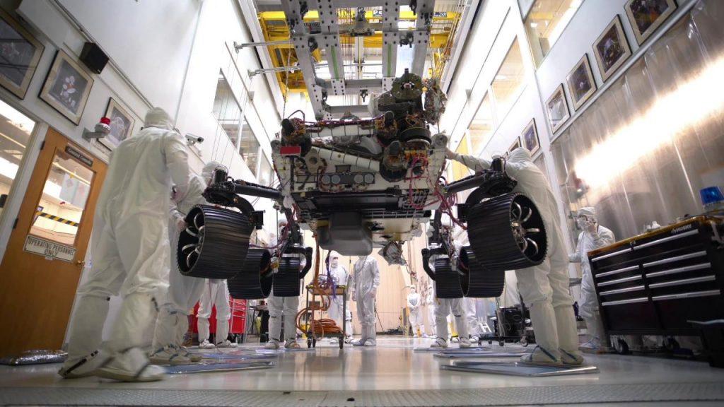Mars 2020 se sostiene sobre sus propias seis ruedas.