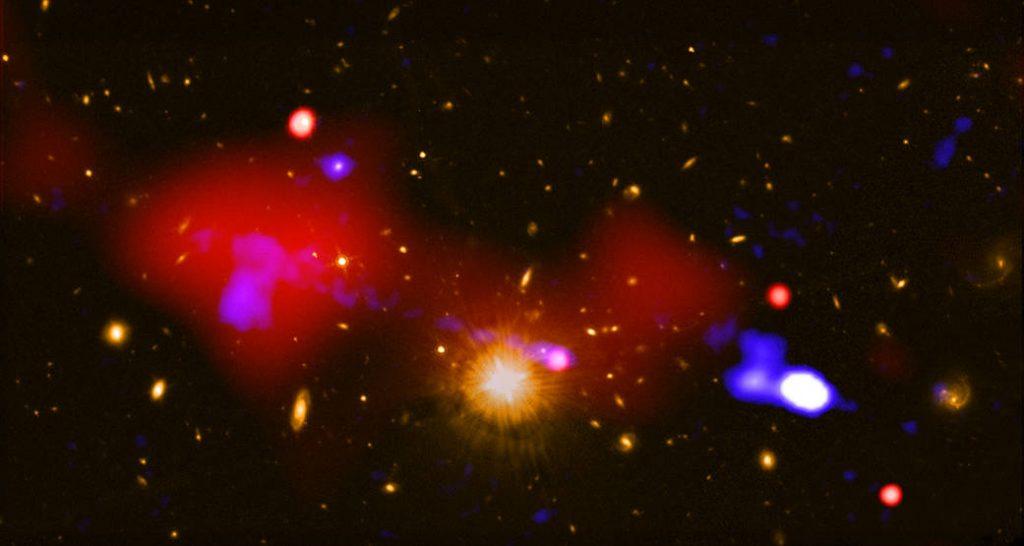 Un agujero negro nutre a estrellas bebé a un millón de años luz de distancia.