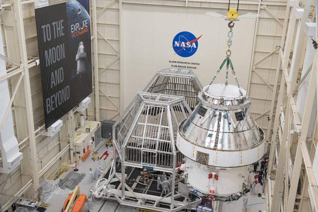 La nave espacial Orion para Artemis I se preparó para la prueba térmica en la estación Plum Brook de la NASA.