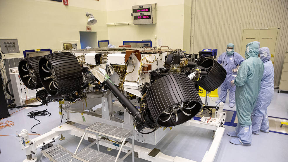 El rover de Marte de la NASA, Perseverance, dotado de su sistema de manejo de muestras.