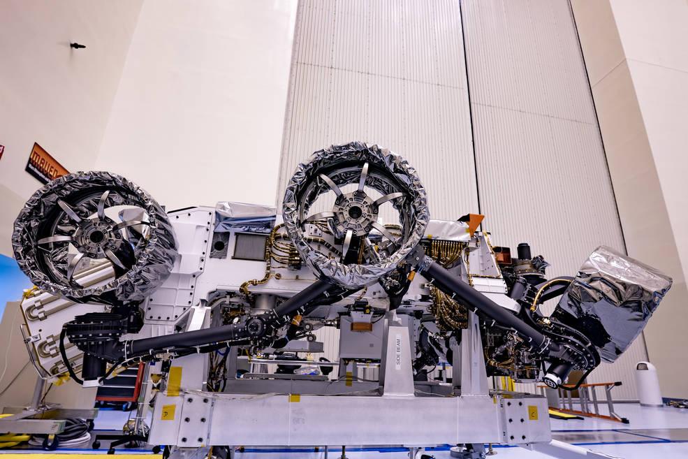 El rover de la NASA Perseverance obtiene sus ruedas y frenos de aire.