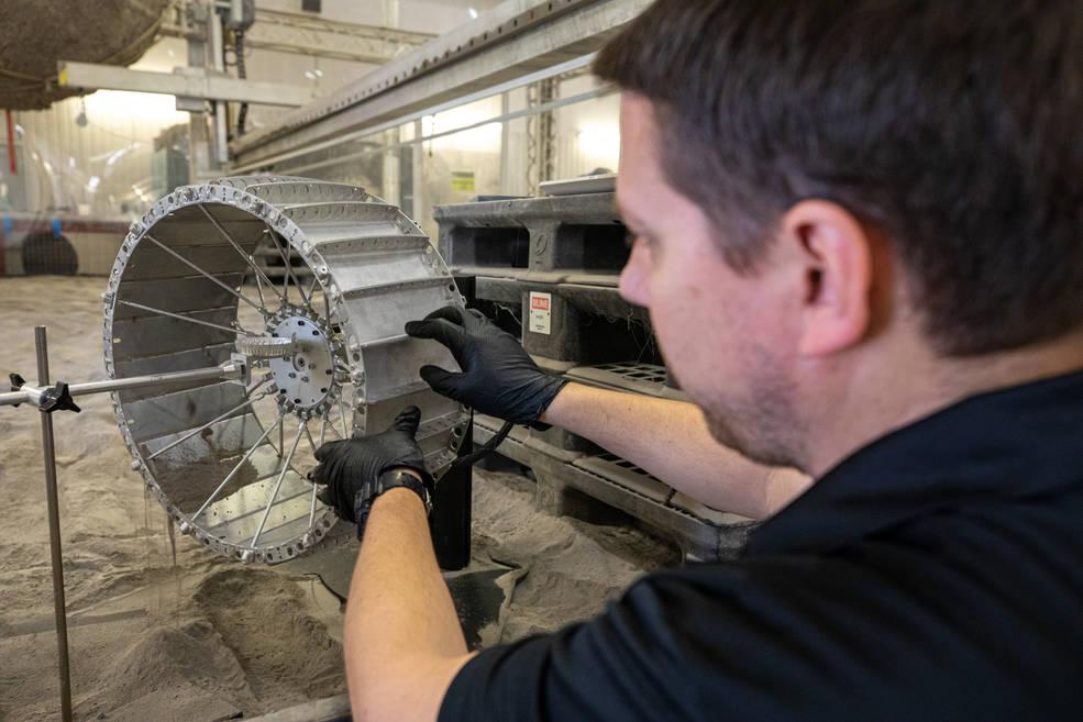 Cuando el polvo lunar se asiente, no se asentará en las ruedas de VIPER.