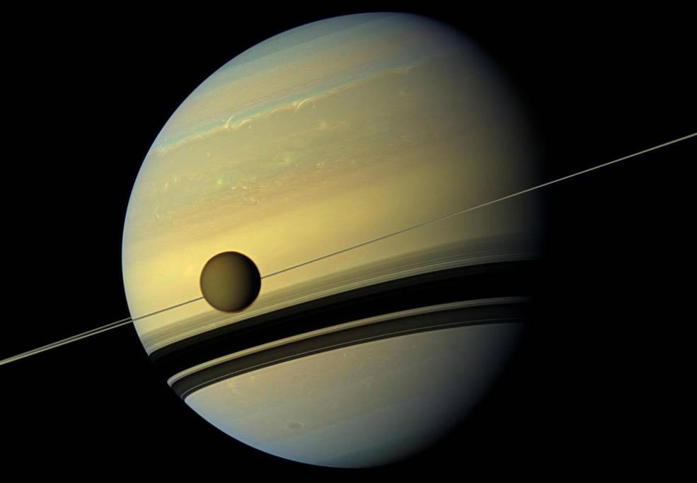 Titán, la luna de Saturno, a la deriva más rápido de lo que se pensaba anteriormente.