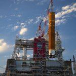 La NASA retira la etapa principal del cohete para la misión Artemis del banco de pruebas de Stennis:
