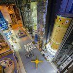 La NASA apila elementos para la parte superior de la etapa central de Artemis II