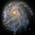 El Hubble observa la galaxia asimétrica NGC 2276